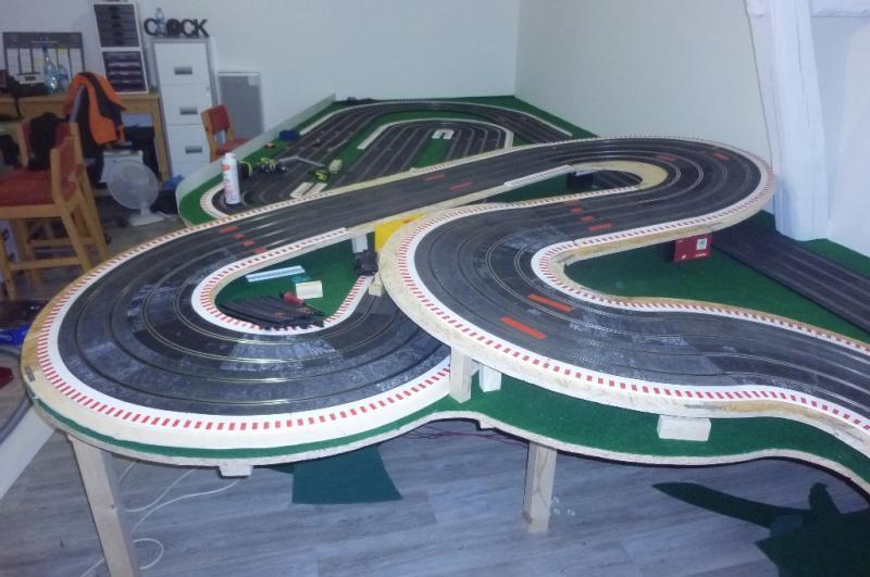 Le circuit pour mes vieux jours franceslotforum for Moquette circuit voiture
