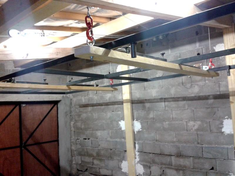 etude d 39 un plateau escamotable dans le plafond franceslotforum. Black Bedroom Furniture Sets. Home Design Ideas